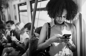 woman-on-cellphone-during-commute